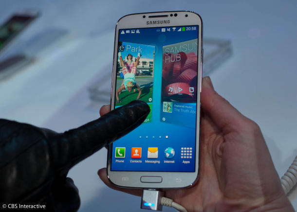 Samsung Galaxy S4 avec un gant