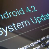 6 mois aprs la sortie dAndroid 4.2, nous sommes trs peu  avoir droit  cette mise  jour