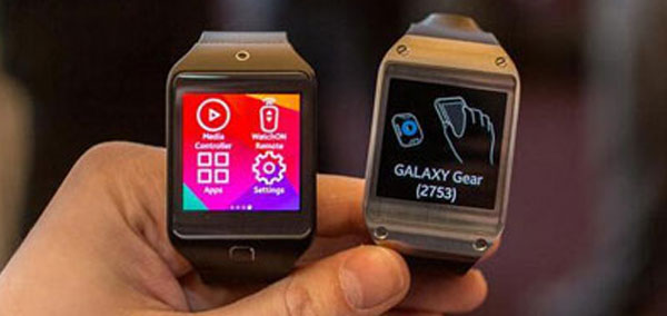 Photo : 2 montres Android Wear