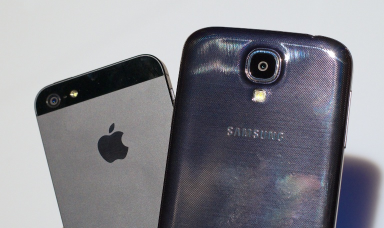 Galaxy-S4 VS iPhone 5 1